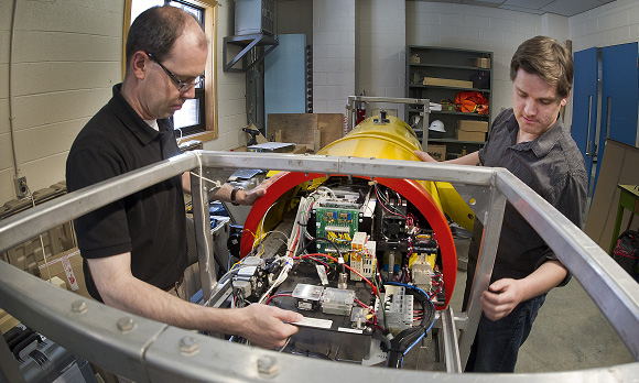 Ron Lewis and Peter King in Memorial's AUV lab