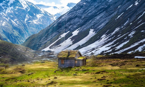 cabin in mountains 02